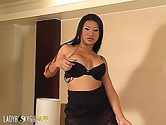 Chubby tranny exposes her huge cock