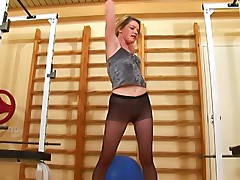 Babe in black pantyhose does the fitball workout