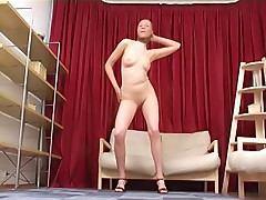 Itching chick in pantyhose pleases her kitty