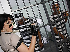 White prison guard does DP with two black prisoners