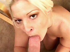 Juicy blonde chick gets fucked in her butt