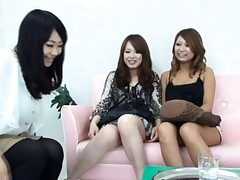 Japanese AV Model and two gals get vibrators on their pussies