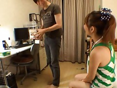 Reon Otowa Pretty model waits for her boyfriend and poses