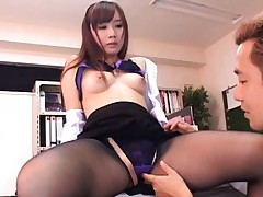Reona Kanzaki Asian with bee stings puts huy hand to rub her clit
