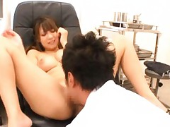 Japanese AV Model all naked has poonanie licked on doctor chair