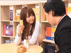 Akiho Yoshizawa has melons sucked and kisses man after lunch