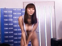 Yuma Asami In sexy lingerie poses to get photos taken by men