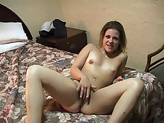Before giving the perfect blowjob her pussy gets eaten
