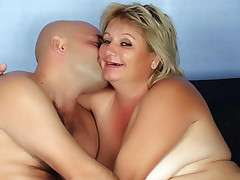 Chubby mature Sussana gets her faced showered with jizz after getting pounded by her lover live