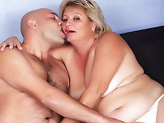 Live plumper fuck with pretty Sussana sucking on a thick cock and takes it hard into her wet cooze