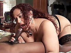Housewife Gina De Palma relaxes her throat while getting her mouth pumped with a dick live