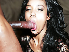 Slutty black girl Kapri Styles fills her mouth with a schlong and got her booty crammed live