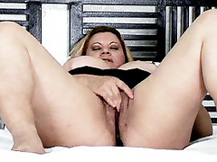 Steamy live clip of BBW Alana showing off her cooze and rubbing her clit while she gets cock crammed