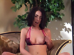 Slutty girl Veronica Jett gives her shaved cunt a sexy rubbing and stuffs her mouth with an adult toy live