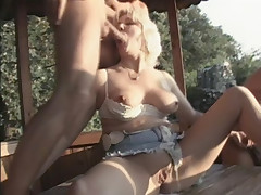 Mature blondie Venus goes for a threesome and got her holes simultaneously screwed live
