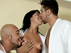 Luscious Latina Kelly gets her share of anal filling in this hot bisexual MMF threesome