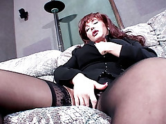 Milf Sexy Vanessa deepthroats a huge penis before sitting on it with her back on the guy