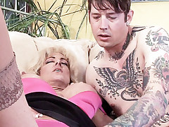 Mature lady Lexi Carrington plays her clit with her fingers while getting licked by her guy