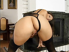 Big tit pornstar hottie chick Simony Diamond gets fucked on both ends
