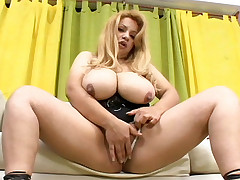 Blonde chubby chick Layza sits down on a huge dick in the living room