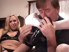 Blonde milf Jaycie Lane and her horny girl pal sharing a big cock to cram into their gobs