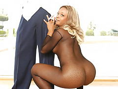 Vixen Fyre shows off her extra wet pussy but her lover prefers to fuck her big black booty
