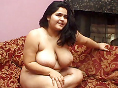 Fat Latina enjoys hard pussy balling