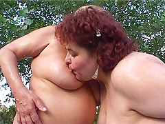 Fat lesbos licking clits and fingering pussy