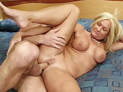 Blonde MILF enjoying a hard knobbing in her cunt