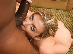 Plump assed mom enjoying an interracial sex hole nailing