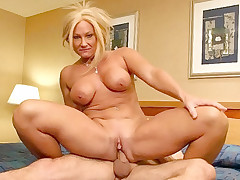 Hot MILF babe enjoying a dick stuffed in her pussy