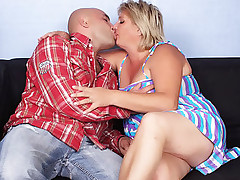 Sexy blonde BBW Sussana wraps her mouth around a cock and gets it deep into her wet box