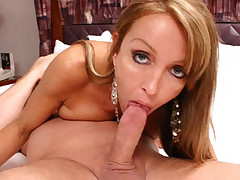 Milf Christina lifts her right leg high to get a deeper penetration in this hot bedroom banging