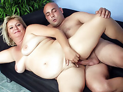 Blonde bbw Sussana gives her man a nasty blowjob and got her fat pussy intensely fucked