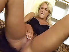 Hot babes get their cunts tongue fucked