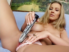 Darien Ross toying her MILF pussy before a hunk parts her thighs wide to pound her wet snatch