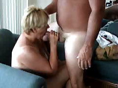 MILF shows just how good she is at bobbing knob