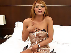 Sexy blonde tranny plays with her pole